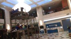 重庆市三峡银行水晶灯清洗施工现场